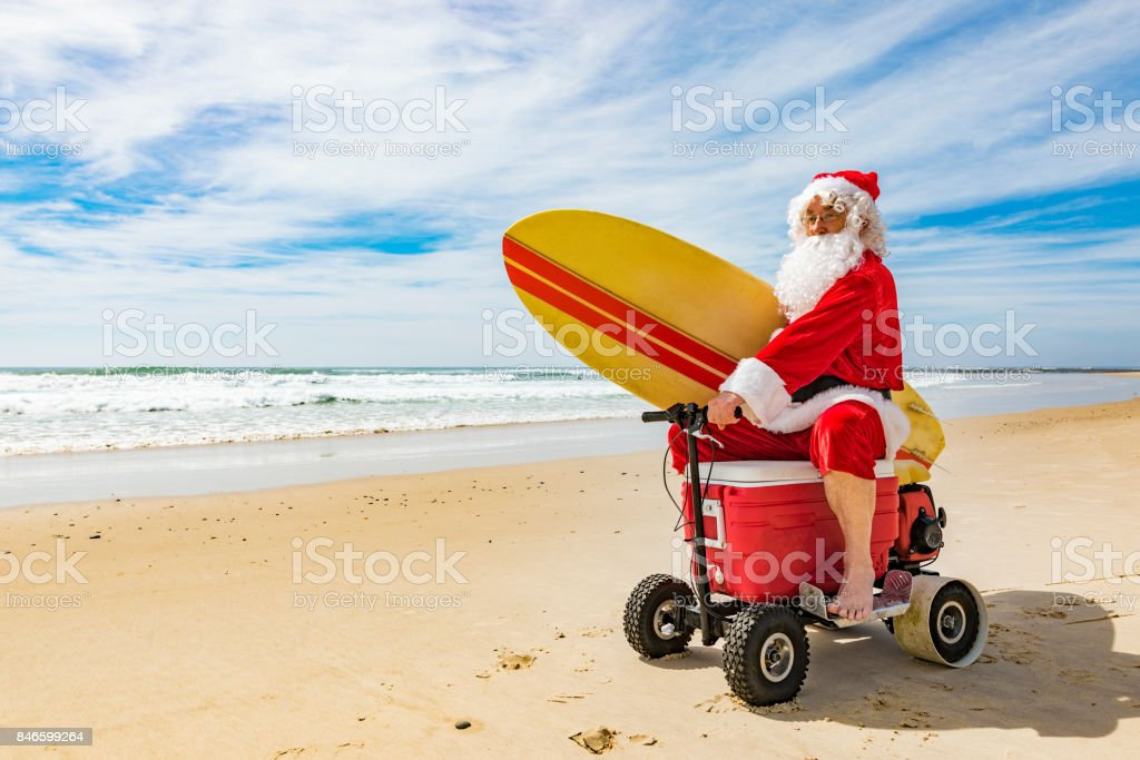 Santa Claus Riding a Motorised Esky Cooler on the Beach - foto stock