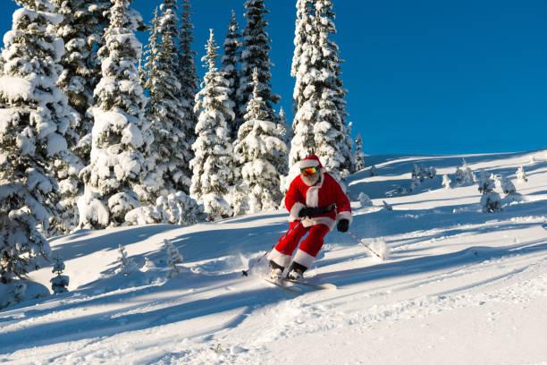 Weihnachtsmann fährt zu Weihnachten bergab – Foto