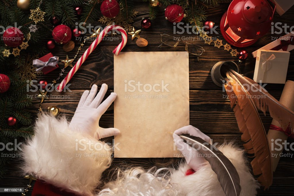 Santa Claus writting letter on wooden table - foto stock