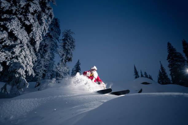 Santa fährt Ski – Foto