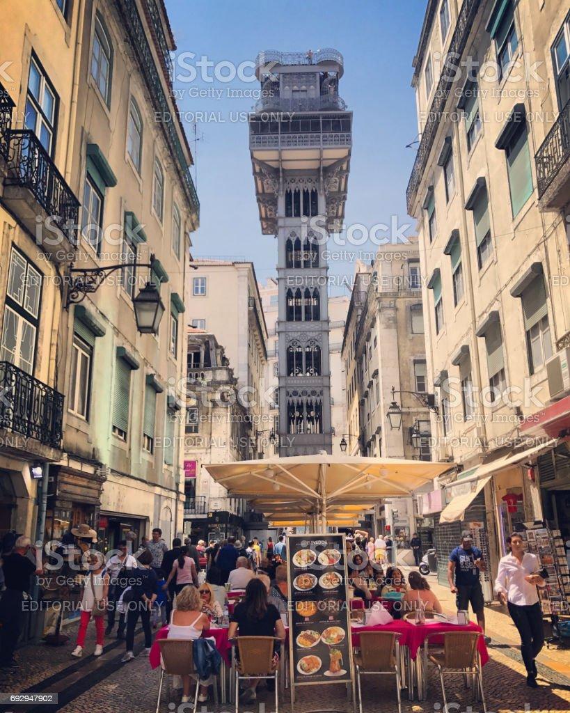 Fotografía De Elevador De Santa Justa Y Street Café Lisboa Portugal