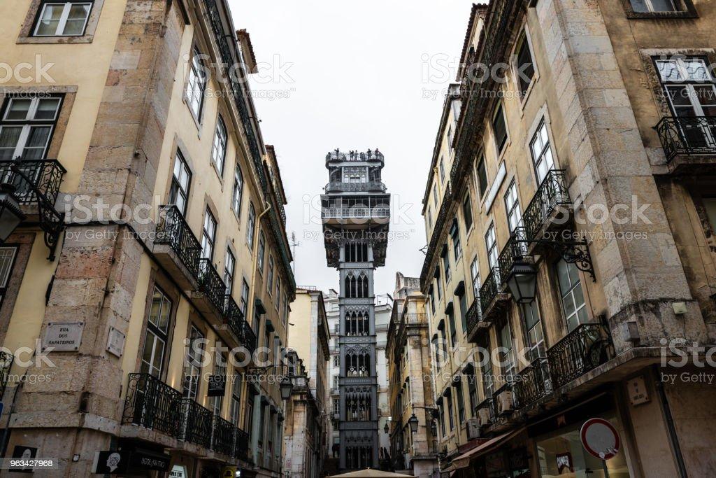 Santa Justa w windzie w Lizbonie - Zbiór zdjęć royalty-free (Chiado)
