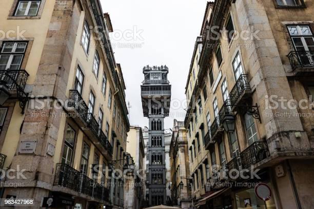 Santa Justa W Windzie W Lizbonie - zdjęcia stockowe i więcej obrazów Chiado