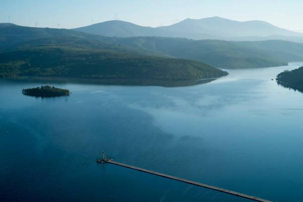 santa luzia dam - fotos de barragem portugal imagens e fotografias de stock