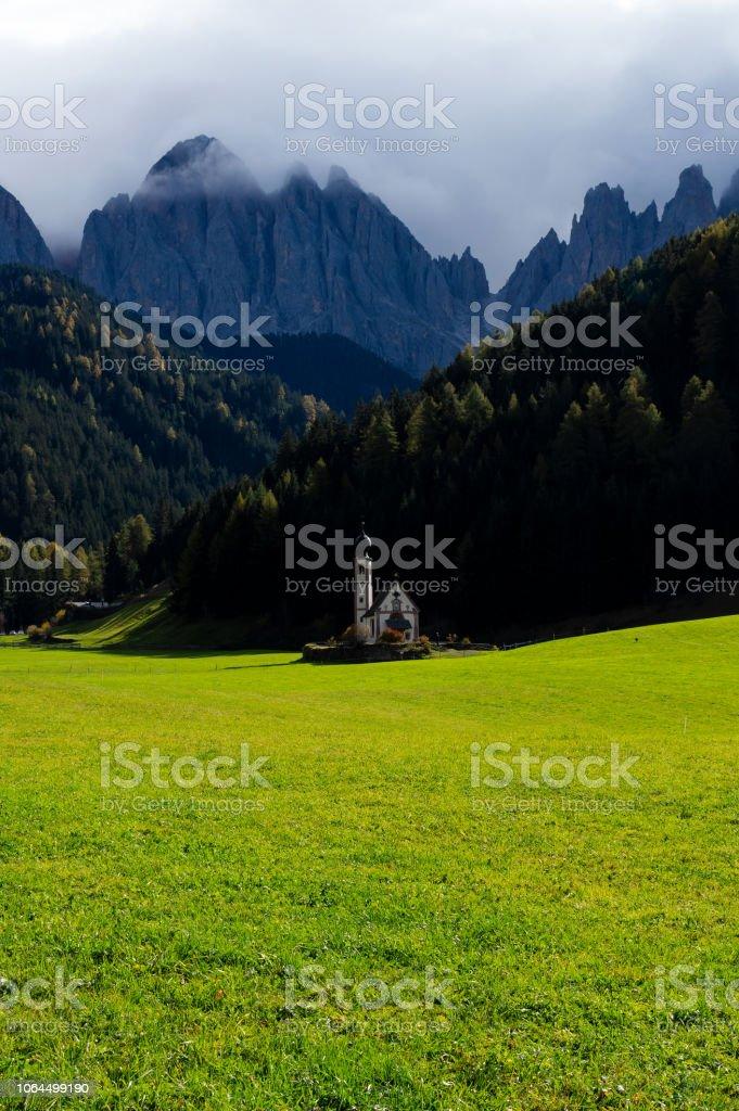 Dolomites Santa Magdalena Kilisesi stok fotoğrafı