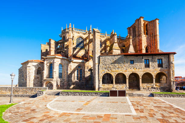 Santa Maria Church, Castro Urdiales Santa Maria Church or Iglesia de Santa Maria in Castro Urdiales, small city in Cantabria region in northern Spain cantabria stock pictures, royalty-free photos & images