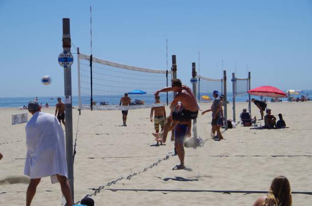 在加利福尼亞州聖塔莫尼卡海灘 - 殺球 個照片及圖片檔
