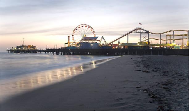 Santa Monica Pier bei Dämmerung – Foto