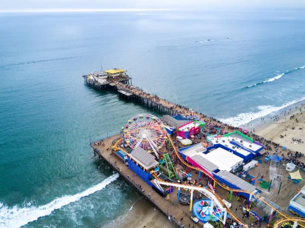 santa monica pier - venice beach in kalifornien stock-fotos und bilder