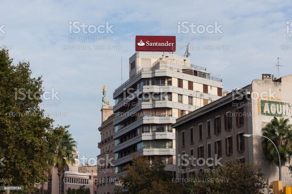 Banco Santander en Plaza de España en Palma de Mallorca - foto de stock