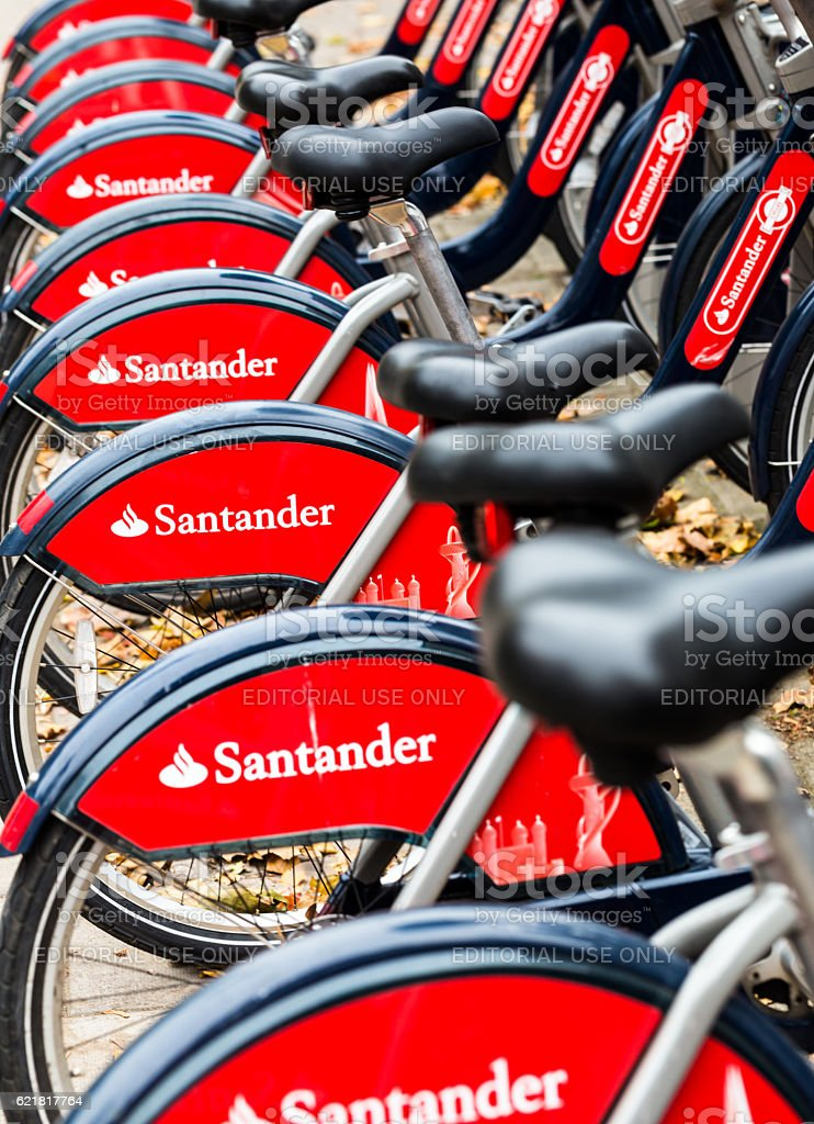 Santander bicycles for hire near Waterloo Station, London, UK - foto de stock