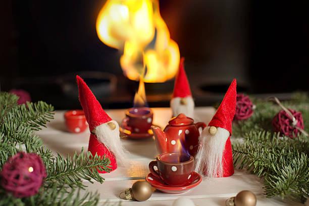 santa's helpers sitting near fireplace and drinking hot tea. - zitate weihnachten stock-fotos und bilder