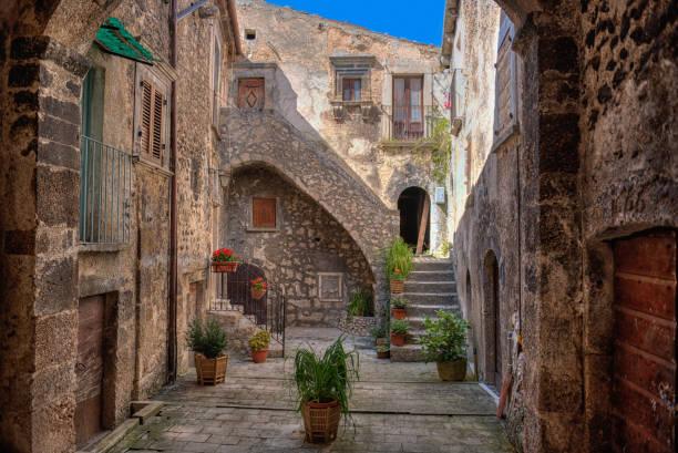 Aldea de Santo Stefano di Sessanio, Abruzzo, L'Aquila - foto de stock