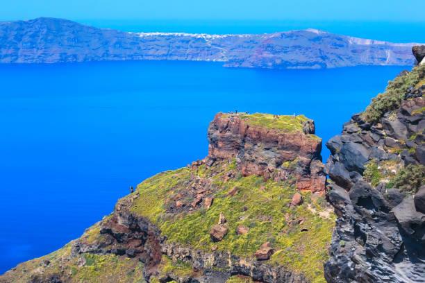 santorini skaros rock and caldera, griechenland - fira stock-fotos und bilder