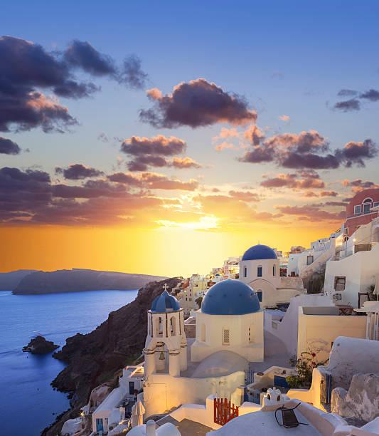 santorini sunset at village oia on greece - oia santorini bildbanksfoton och bilder