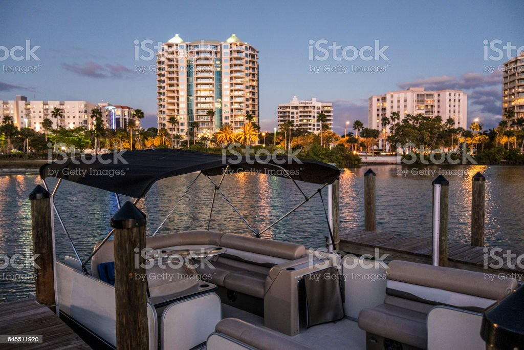 Sarasota across the bay - foto de stock