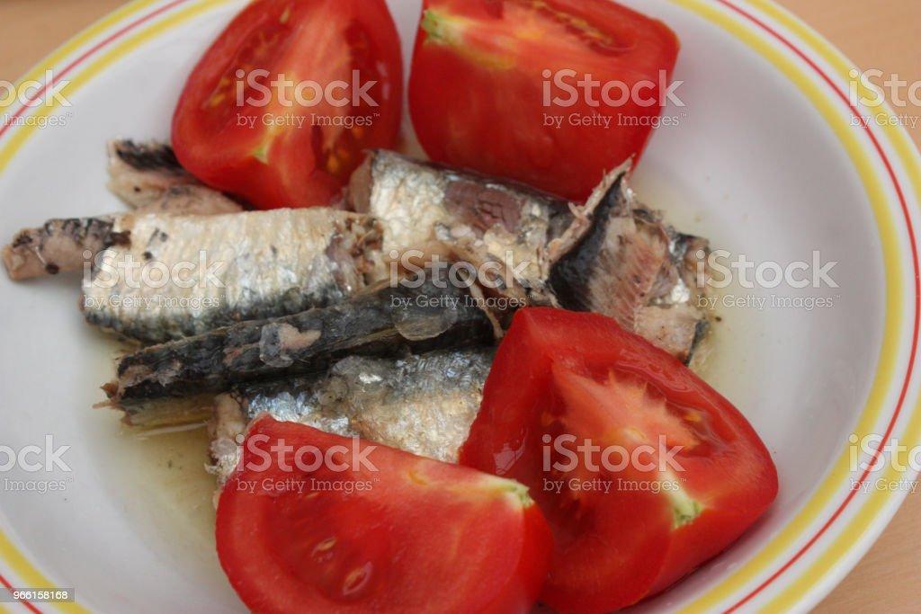 Sardienen in olie (blik) tomaten uit de tuin - Royalty-free Eten uit blik Stockfoto