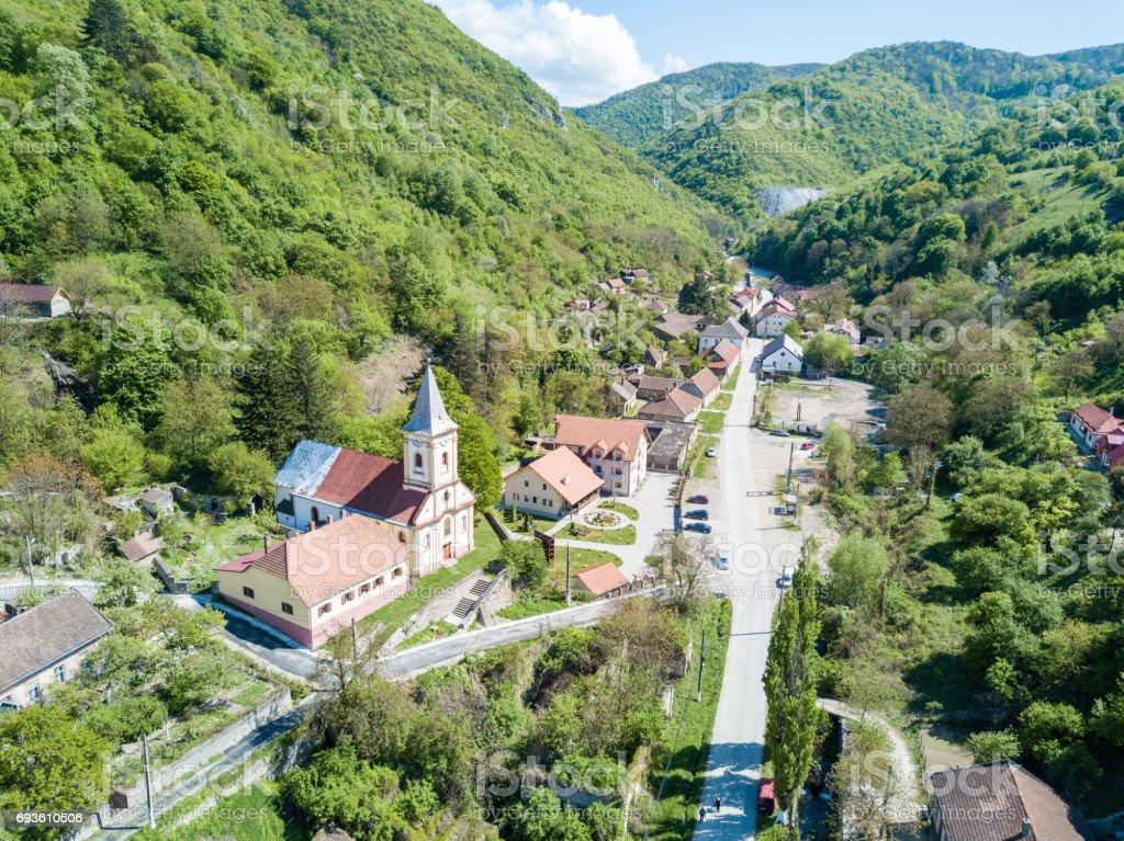 Sasca Montana village dans le Parc National de Cheile Nerei Roumanie - Photo