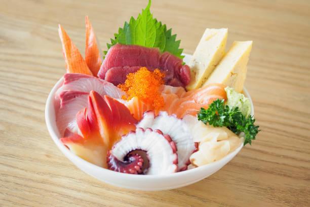 刺身ご飯ボウルちらしドン日本食 - 丼物 ストックフォトと画像
