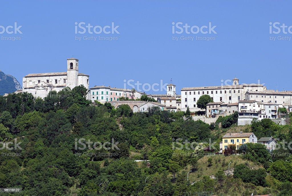 Sassoferrato (marche, Italia)-Vista panoramica foto stock royalty-free