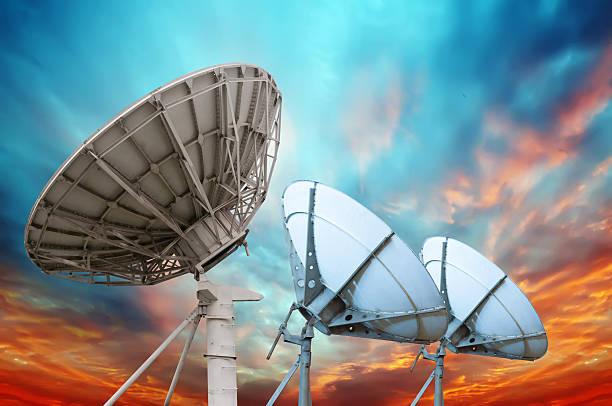 Satellitenschüssel-Antennen-führen darf – Foto