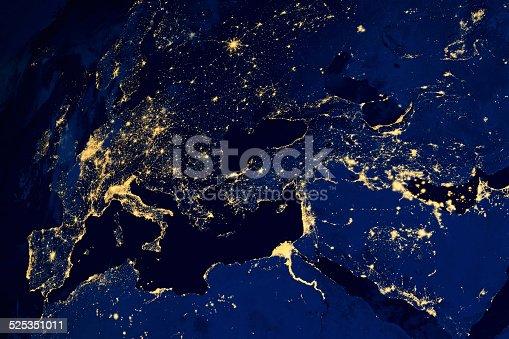 istock Satellite map of European cities night 525351011