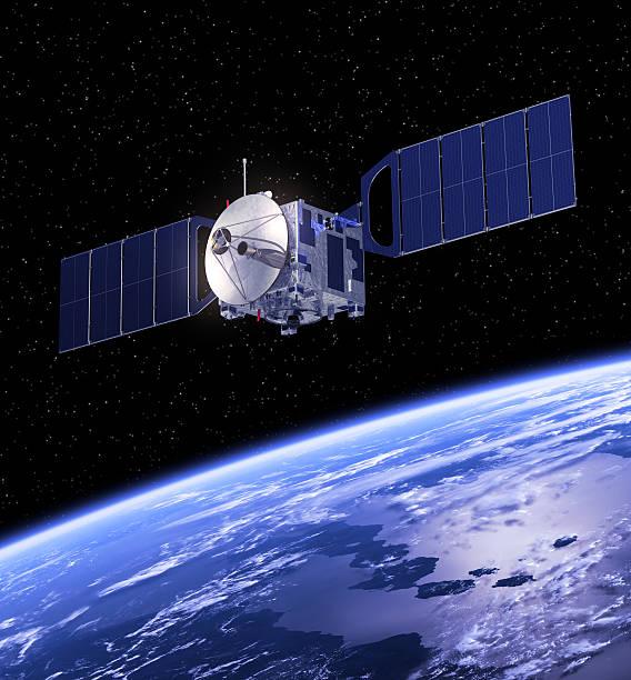 satelliten umkreisen die erde. - kennedy space center stock-fotos und bilder