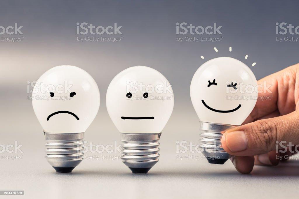 Zufriedenheit-Glühbirne – Foto