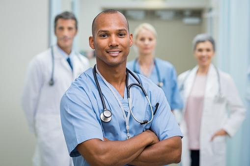 満足の男性看護師 - 30代のストックフォトや画像を多数ご用意