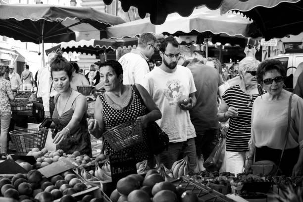 엑스 앙 프로방스, 프랑스의 토요일 시장 - small business saturday 뉴스 사진 이미지
