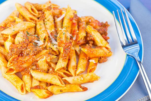 sauce und pasta - hamburger makkaroni stock-fotos und bilder