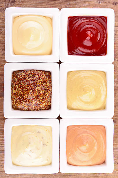 sauce, dips, würze - sauce bernaise stock-fotos und bilder