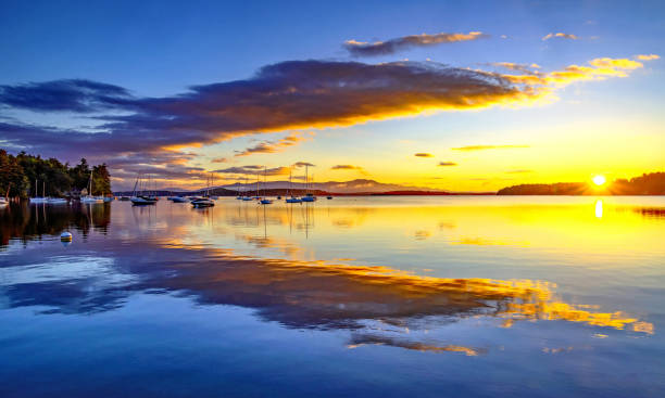 saunders bay zonsopgang - new hampshire stockfoto's en -beelden