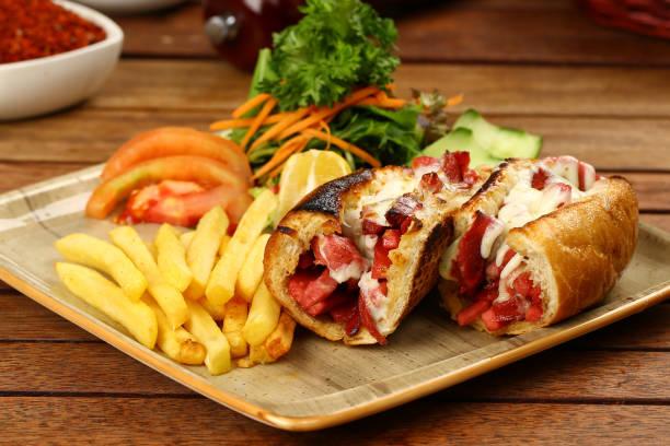 sausage sandwich - käse wurst salat stock-fotos und bilder