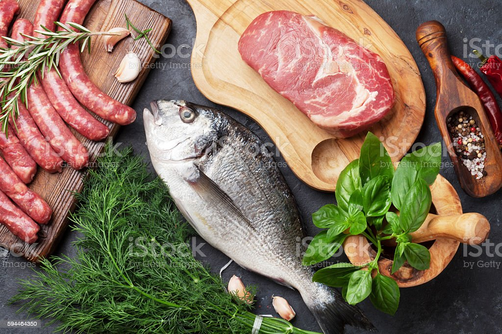 Sausages, fish and meat cooking - foto de stock