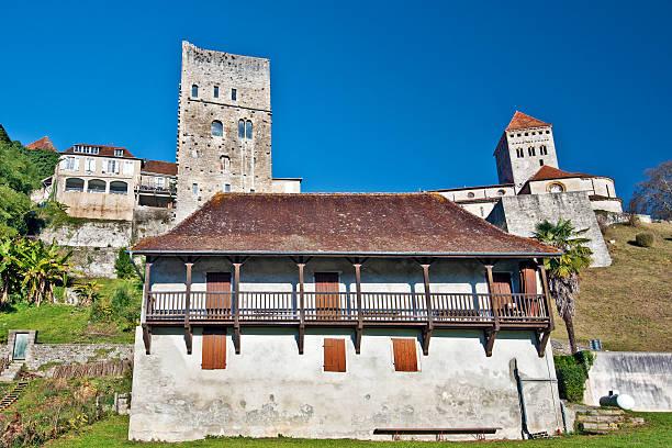sauveterre-de-bearn medieval village - bearn stok fotoğraflar ve resimler