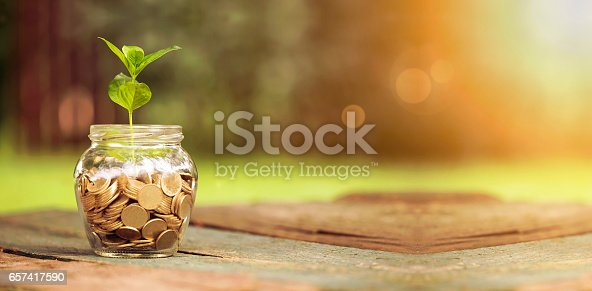 istock Save money banner 657417590