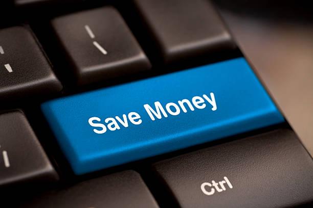 sparen sie geld knopf-taste - klavier verkaufen stock-fotos und bilder