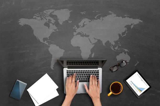 Rette das Weltkonzept, indem man zu Hause arbeitet – Foto