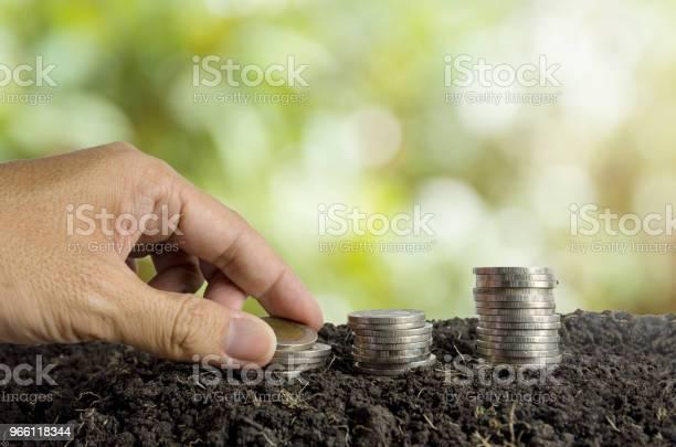 Konzept Spart Geld Münzen Im Boden Stockfoto und mehr Bilder von Bank