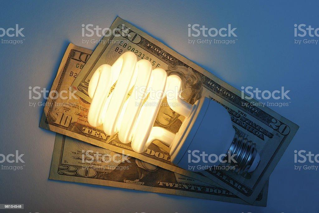 Risparmiare soldi sull'energia elettrica bill foto stock royalty-free