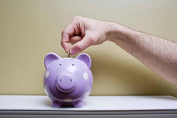 geld sparen - rentenpunkte stock-fotos und bilder
