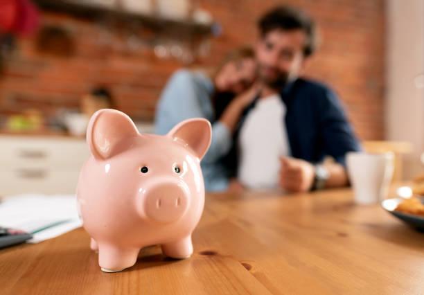 Savings and home budget concept – zdjęcie