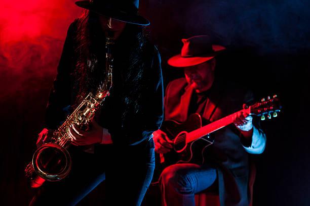saxophon und gitarre - blues stock-fotos und bilder