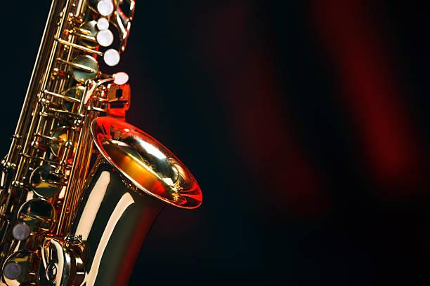 saxophon mit textfreiraum - altsaxophon stock-fotos und bilder