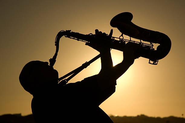 saxophonist in der Dämmerung 2 – Foto