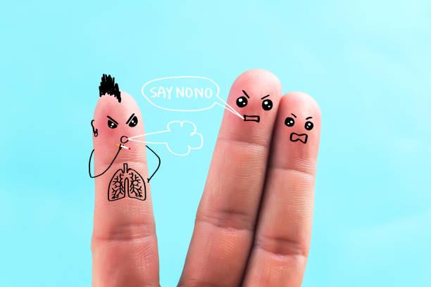 sagen verbietet nono, der ausdruck der fingermalerei das rauchen - chinesische zeichen tattoos stock-fotos und bilder