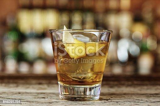 istock Sazerac a classic alcoholic cocktail 846291754