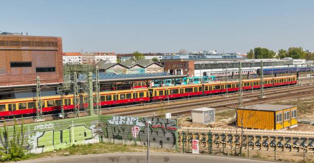 ベルリンのSバーン駅ワルシャウアー通り、ドイツ ストックフォト