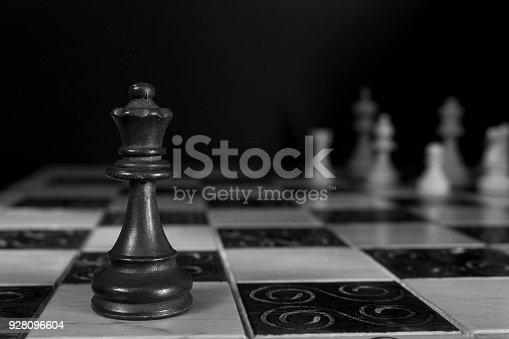 istock Scacchi fotografati su una scacchiera 928096604